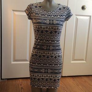 Dresses & Skirts - Aztec print dress